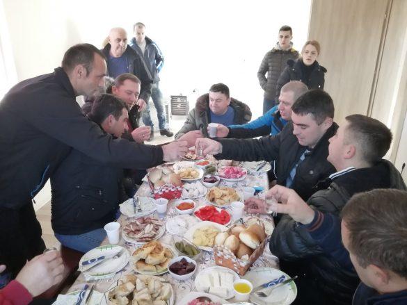 Тодосијевић уручио кључеве нове куће породици Јовановић у Бановом Долу