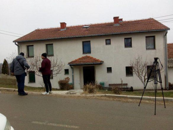 Todosijević u poseti raseljenim licima na Malom Zvečanu