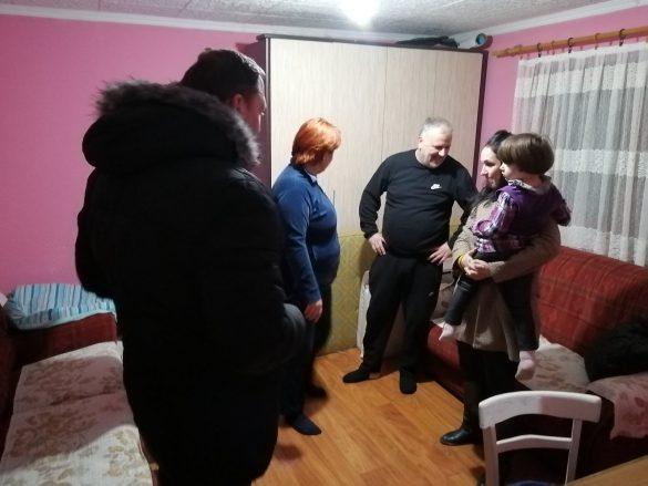 Општина Звечан и помоћници Канцеларије за КиМ у посети социјално угроженим породицама на подручју општине Звечан