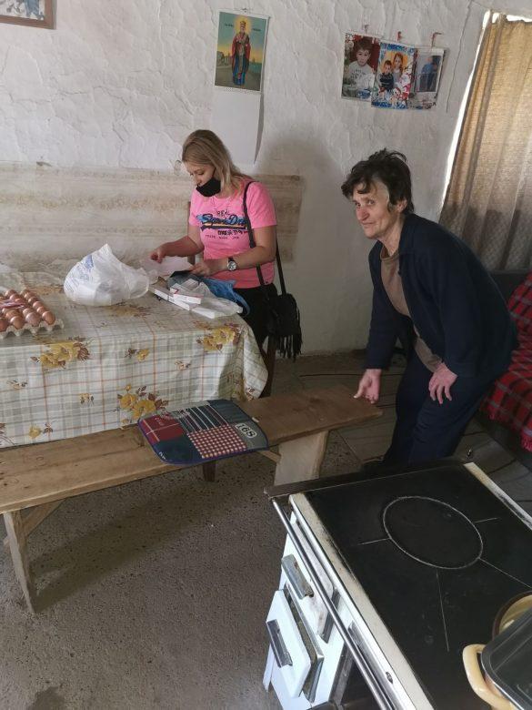 Кризни штаб: Волонтери настављају поделу гајби јаја социјално угроженима, троје новозаражених