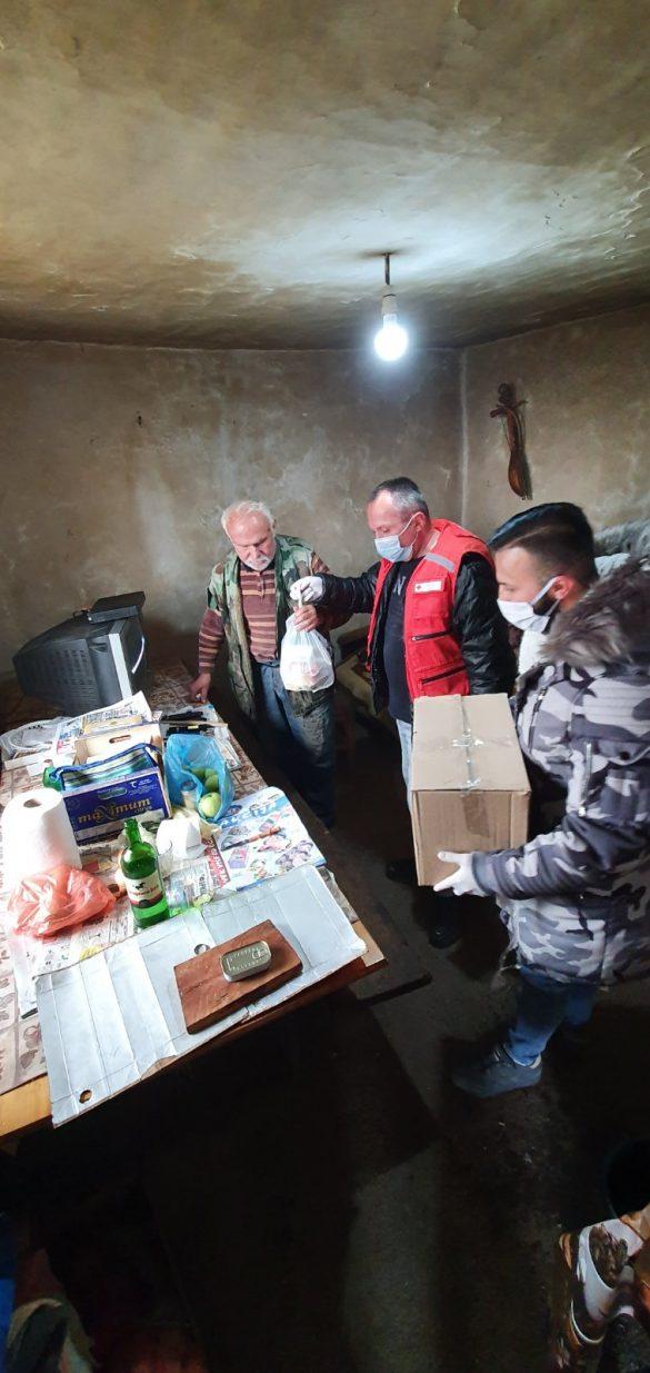 Кризни штаб: Волонтери на терену, апел грађанима да не излазе из својих домова