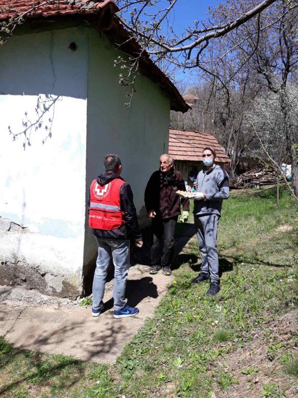 Подела гајби јаја социјално угроженим породицама на територији општине Звечан