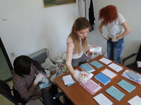 Нема новооболелих, допремљени лекови за 275 лица, волонтери на терену