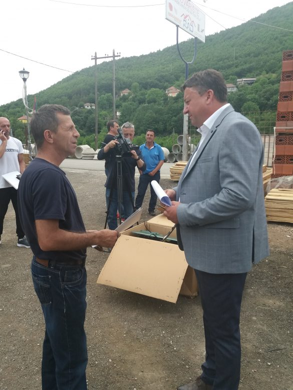 Општина Звечан у сарадњи са Канцеларијом за КиМ доделила механизацију за пољопривреднике