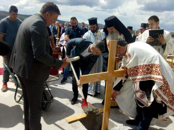 Освештан камен темељац новог храма посвећеног Светом краљу Стефану Дечанском у Сунчаној долини