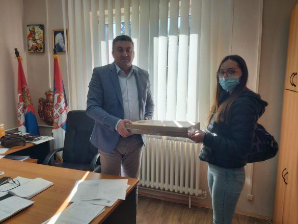 Тодосијевић обезбедио лаптоп рачунар за Анастасију Радојевић из Звечана