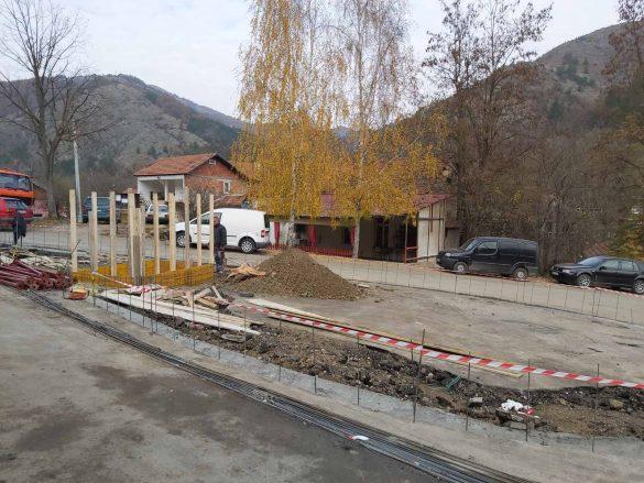Тодосијевић обишао радове на уређењу трга са фонтаном у самом центру Бањске
